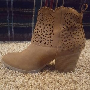 Like new condition, super cute booties